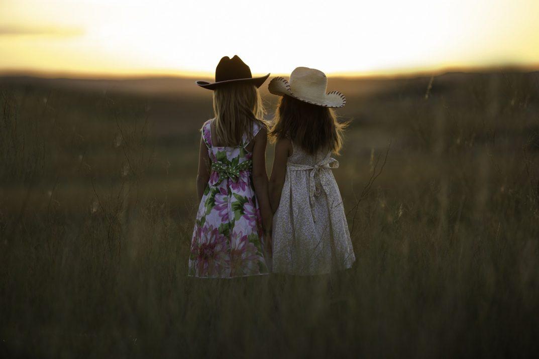 hermanas felices y perfectas